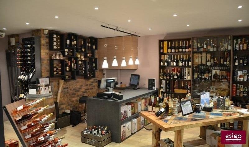 Arredo per enoteche esigo for Arredamento wine bar