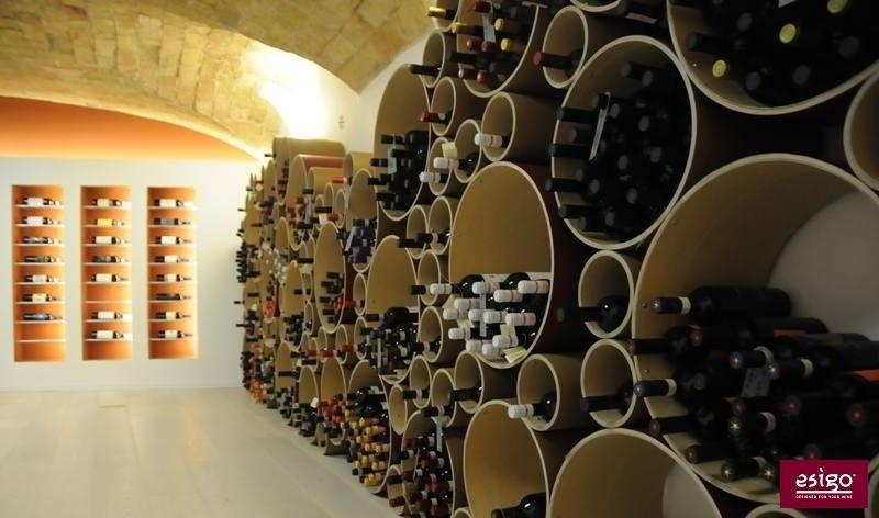 Gallery arredamento esigo per punto vendita vino for Arredamento enoteca wine bar