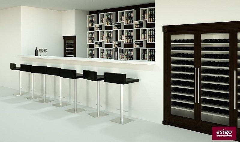 Arredamento per wine bar con portabottiglie per il vino e cantine refrigerate Esigo