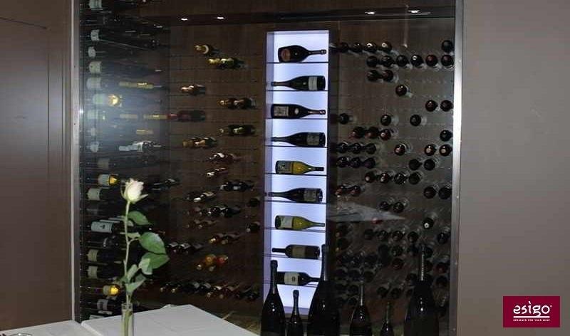 Espositori per vini esigo per stanza climatizzata ristorante for Arredamenti ristoranti moderni