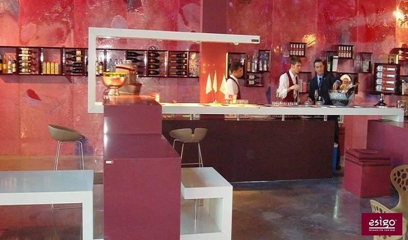 Gallery arredamento esigo per wine bar for Arredamento enoteca