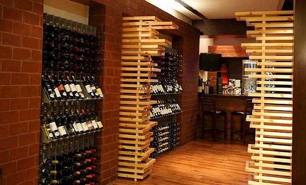 Gallery portabottiglie ed arredamento per il vino esigo for Arredamento wine bar